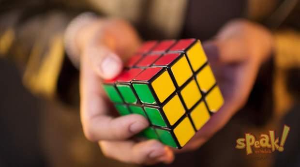 Rubik-kocka és angol nyelvtanfolyam