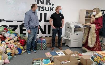3597 könyvet és 1011 játékot gyűjtöttünk a rászorulóknak karácsonyra – Speak! Nyelviskola